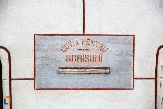 cutia-pentru-scrisori-de-la-posta-veche-din-targoviste-judetul-dambovita.jpg