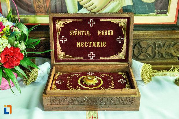 cutiuta-de-lemn-din-biserica-sf-nicolae-din-slatina-judetul-olt.jpg