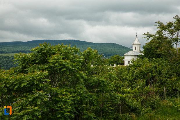 dealul-cu-biserica-ovidenia-din-odobesti-judetul-vrancea.jpg