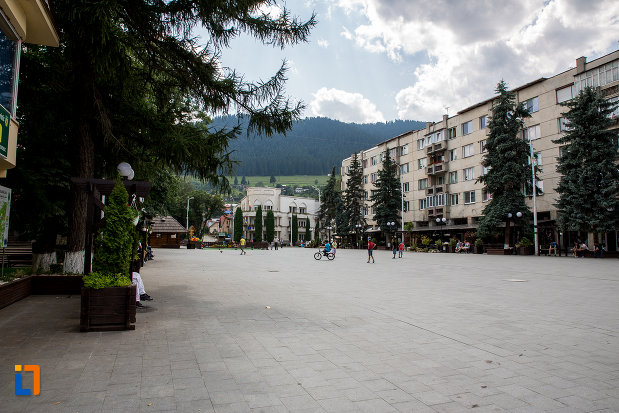 dealuri-vazute-din-orasul-campulung-moldovenesc-judetul-suceava.jpg