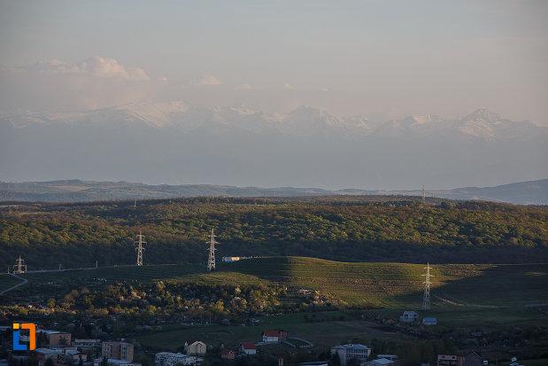 dealurile-aflata-langa-orasul-deva-judetul-hunedoara.jpg