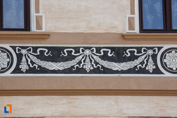 decoratiune-de-pe-hotelul-carol-fosta-vila-1-1896-din-vatra-dornei-judetul-suceava.jpg
