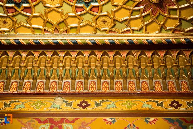 decoratiune-murala-din-muzeul-de-arta-si-arta-populara-palatul-marincu-din-calafat-judetul-dolj.jpg