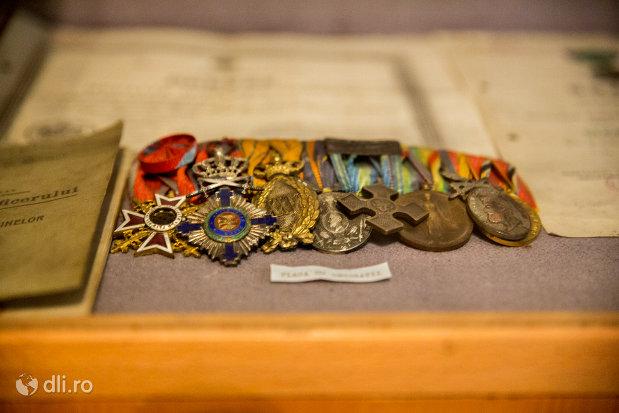 decoratiuni-militare-muzeul-militar-din-oradea-judetul-bihor.jpg