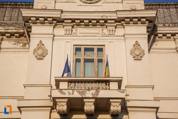 detalii-arhitectonice-de-la-muzeul-de-arta-ion-ionescu-quintus-din-ploiesti-judetul-prahova.jpg