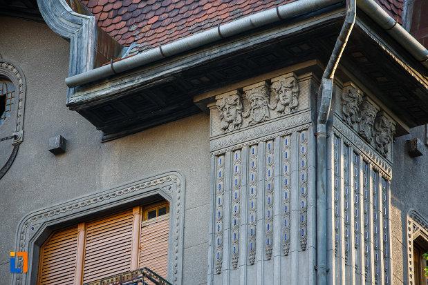 detalii-arhitectonice-de-la-palatul-dauerbach-din-timisoara-judetul-timis.jpg