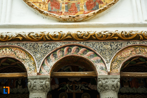 detalii-arhitecturale-biserica-toti-sfintii-1764-din-ramnicu-valcea-judetul-valcea.jpg