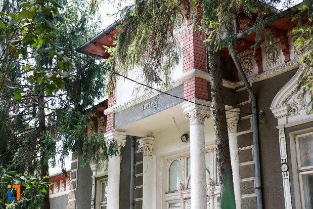 detalii-arhitecturale-de-la-casa-mamut-1899-din-rosiorii-de-vede-judetul-teleorman.jpg