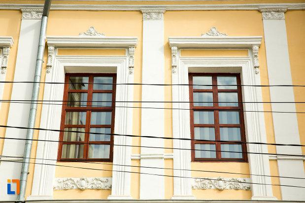 detalii-arhitecturale-de-la-muzeul-judetean-de-arheologie-si-istorie-din-targu-jiu-judetul-gorj.jpg