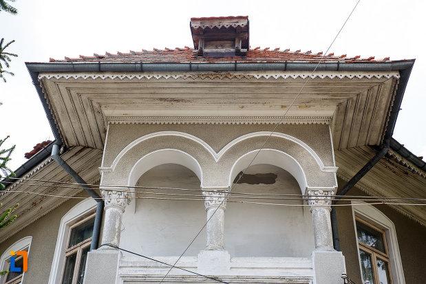 detalii-arhitecturale-de-la-muzeul-municipal-de-istorie-din-rosiori-de-vede-judetul-teleorman.jpg