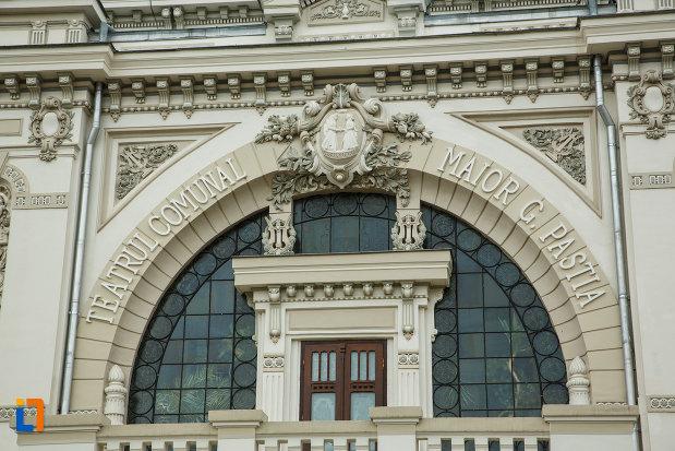 detalii-arhitecturale-de-la-teatrul-mr-gh-pastia-din-focsani-judetul-vrancea.jpg