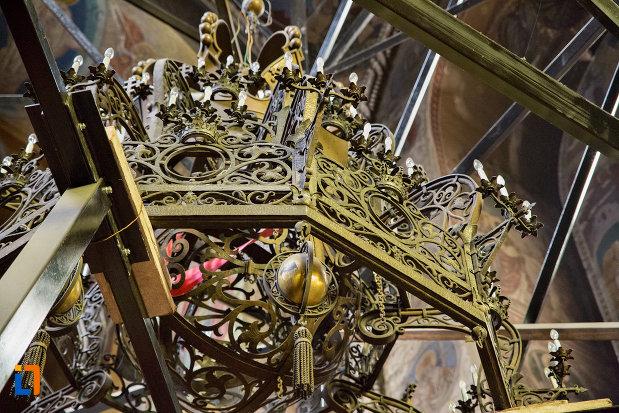 detalii-candelabru-catedrala-ortodoxa-a-vadului-feleacului-si-clujului-din-cluj-napoca-judetul-cluj.jpg