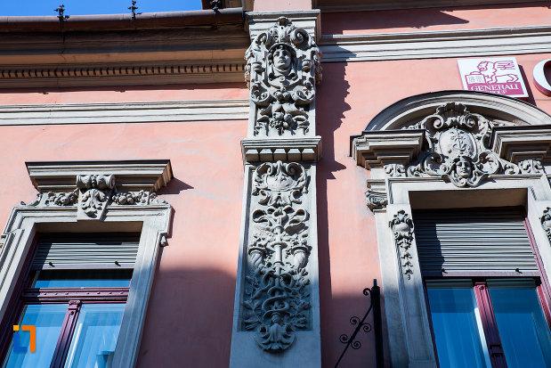 detalii-cu-decoratiuni-de-pe-fosta-banca-de-credit-din-arad-judetul-arad.jpg