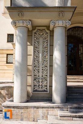 detalii-de-arhitectura-cercul-ofiterilor-din-brasov-judetul-brasov.jpg