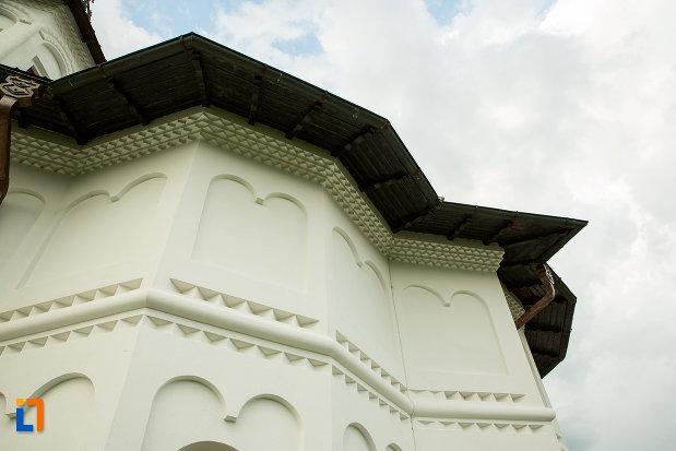 detalii-de-arhitectura-manastirea-clocociov-din-slatina-judetul-olt.jpg