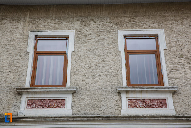 detalii-de-ferestre-hanul-siret-din-siret-judetul-suceava.jpg