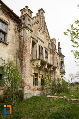 detalii-de-la-ansamblul-castelului-teleky-din-uioara-de-sus-judetul-alba.jpg