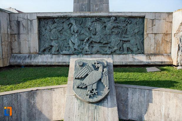 detalii-de-la-baza-statuia-ecvestra-a-lui-mihai-viteazul-din-cluj-napoca-judetul-cluj.jpg