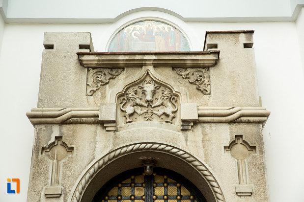 detalii-de-la-biserica-adormirea-maicii-domnului-mavromol-din-galati-judetul-galati.jpg