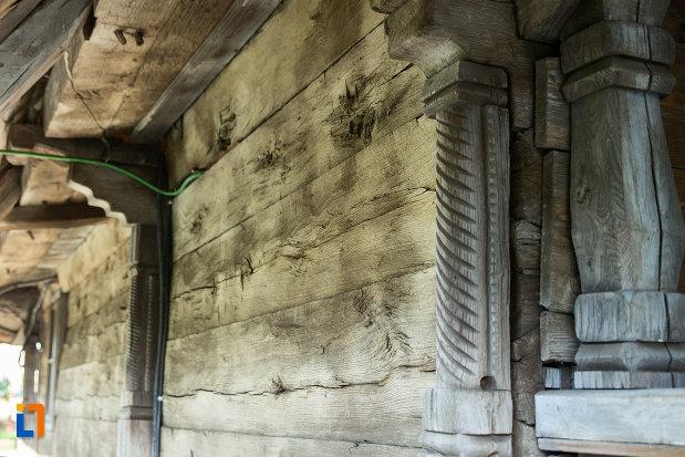 detalii-de-la-biserica-de-lemn-sf-ioan-botezatoru-din-rovinari-judetul-gorj.jpg