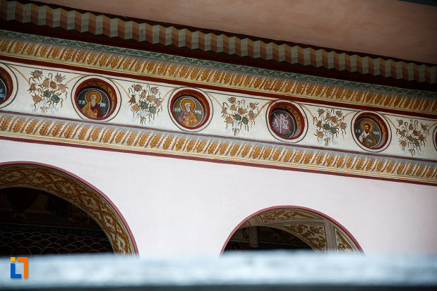 detalii-de-la-biserica-intrarea-in-biserica-nica-filip-1808-din-valenii-de-munte-judetul-prahova.jpg