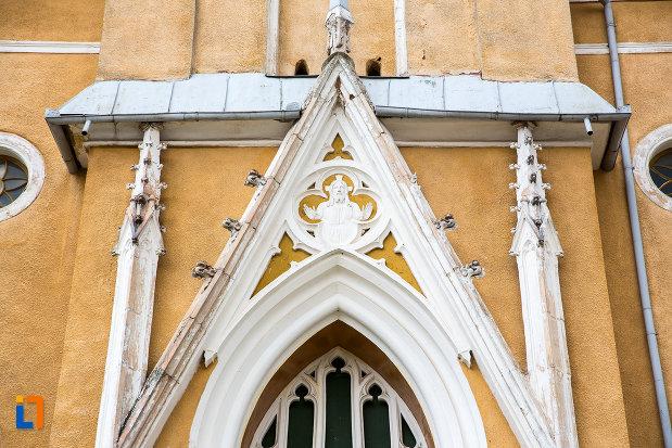 detalii-de-la-biserica-romano-catolica-din-steierdorf-judetul-caras-severin.jpg