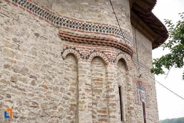 detalii-de-la-biserica-sf-treime-1352-din-siret-judetul-suceava.jpg