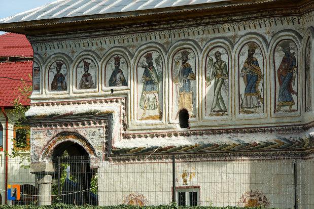 detalii-de-la-biserica-veche-intrarea-in-biserica-din-horezu-judetul-valcea.jpg
