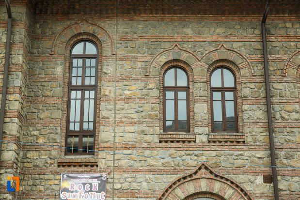 detalii-de-la-casa-ionel-anastasescu-din-rosiorii-de-vede-judetul-teleormanlii-arhitecturale-de-la-casa-de-cultura-a-sindicatelor-din-ramnicu-valcea-judetul-valcea.jpg