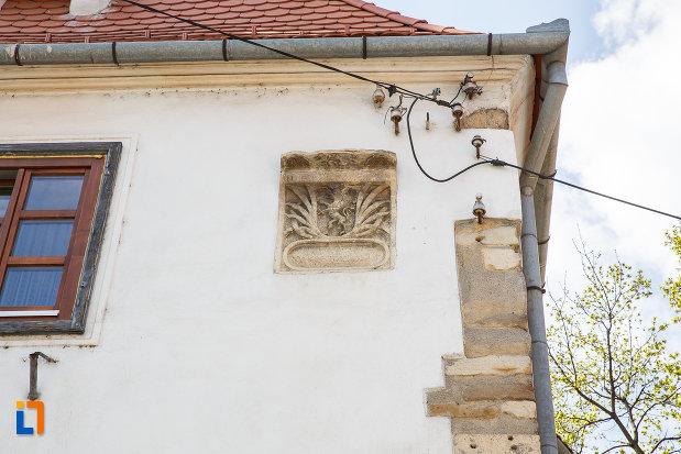 detalii-de-la-casa-parohiala-evanghelica-vechea-capela-sf-iacob-din-sebes-judetul-alba.jpg