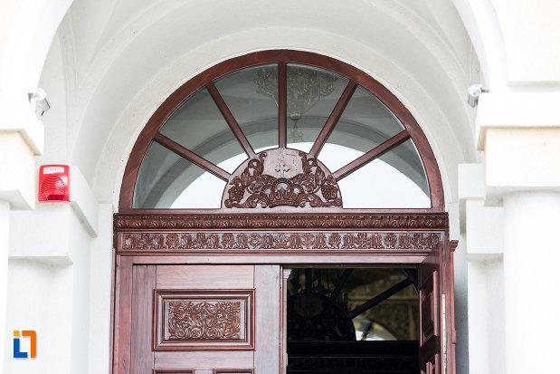 detalii-de-la-catedrala-invierea-domnului-si-sf-prooroc-ilie-tesviteanul-din-caransebes-judetul-caras-severin.jpg