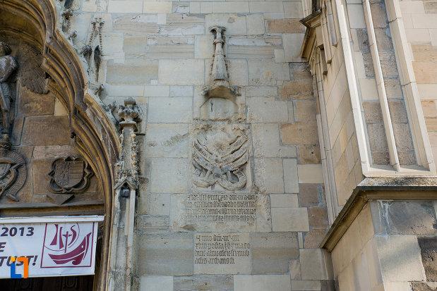 detalii-de-la-intrare-biserica-sfantul-mihail-din-cluj-napoca-judetul-cluj.jpg