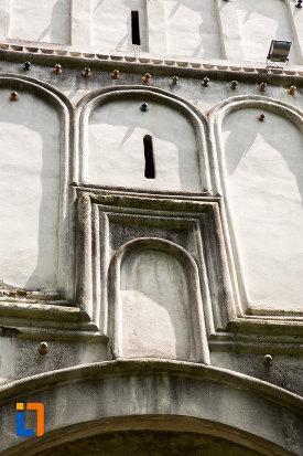 detalii-de-la-intrarea-in-manastirea-negru-voda-din-campulung-muscel-judetul-arges.jpg
