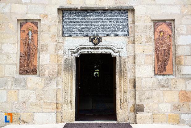 detalii-de-la-manastirea-negru-voda-din-campulung-muscel-judetul-arges.jpg