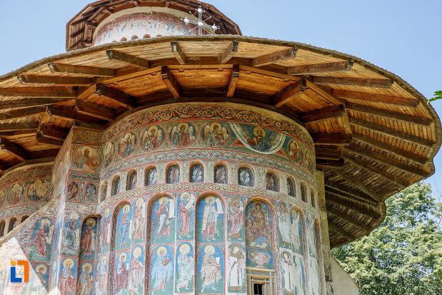 detalii-de-la-manastirea-voronet-judetul-suceava.jpg