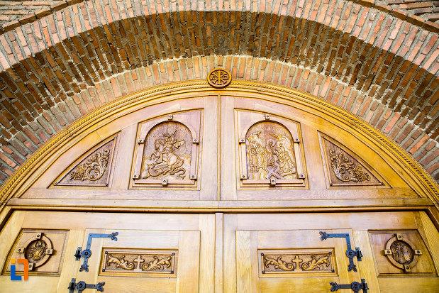 detalii-de-la-poarta-de-lemn-manastirea-stelea-din-targoviste-judetul-dambovita.jpg