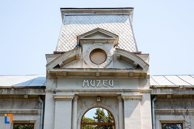 detalii-de-la-prefectura-azi-muzeul-judetean-teohari-antonescu-din-giurgiu-judetul-giurgiu.jpg