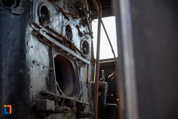 detalii-de-la-un-tren-din-muzeul-locomotivelor-cu-aburi-din-sibiu.jpg