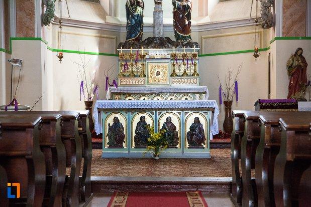 detalii-de-pe-altarul-din-capela-romano-catolica-din-alba-iulia-judetul-alba.jpg
