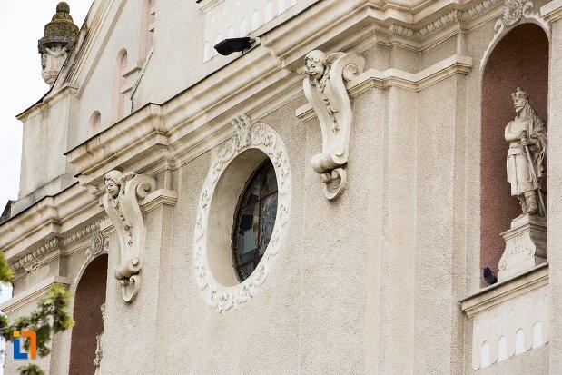 detalii-de-pe-biserica-sf-elisabeta-a-ungariei-manastirea-minorita-din-aiud-judetul-alba.jpg