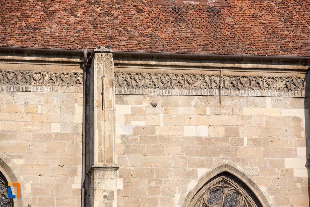 detalii-de-pe-biserica-sfantul-mihail-din-cluj-napoca-judetul-cluj.jpg