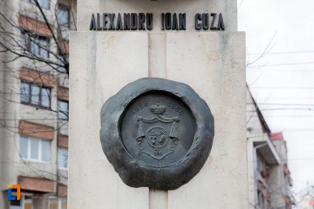 detalii-de-pe-bustul-lui-alexandru-ioan-cuza-din-cluj-napoca-judetul-cluj.jpg