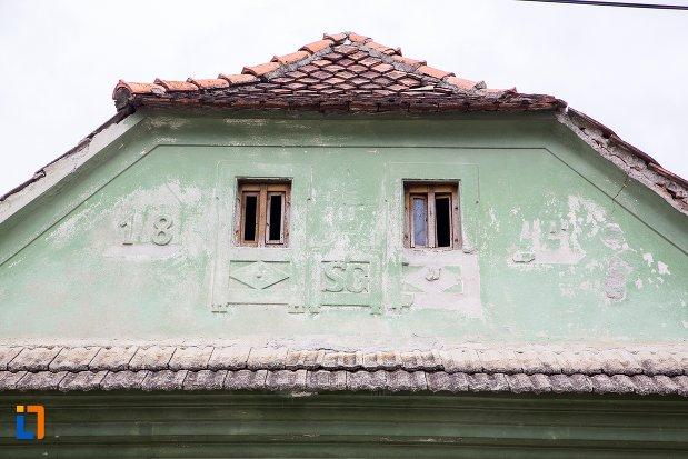 detalii-de-pe-casa-de-pe-b-dul-moroianu-nr-303-din-sacele-judetul-brasov.jpg