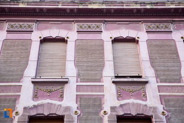 detalii-de-pe-casa-din-anul-1912-monument-istoric-din-arad-judetul-arad.jpg