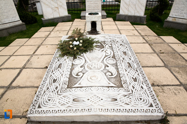 detalii-de-pe-mormantul-lui-vasile-goldis-si-al-elenei-goldis-din-arad-judetul-arad.jpg