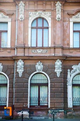 detalii-de-pe-muzeul-de-arta-si-muzeul-de-etnografie-din-brasov-judetul-brasov.jpg