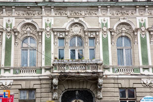 detalii-de-pe-palatul-comunitatii-de-avere-din-caransebes-judetul-caras-severin.jpg