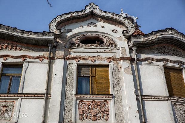 detalii-de-pe-palatul-fuchsl-din-oradea-judetul-bihor.jpg