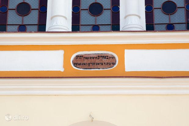 detalii-de-pe-sinagoga-ortodoxa-hevra-sas-din-oradea-judetul-bihor.jpg