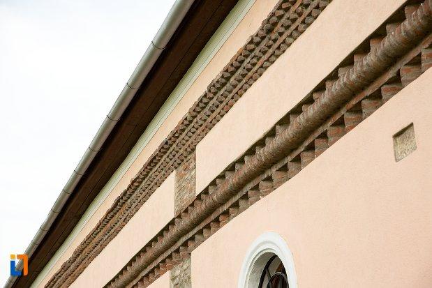 detalii-decorative-de-la-biserica-maieri-sf-treime-din-alba-iulia-judetul-alba.jpg